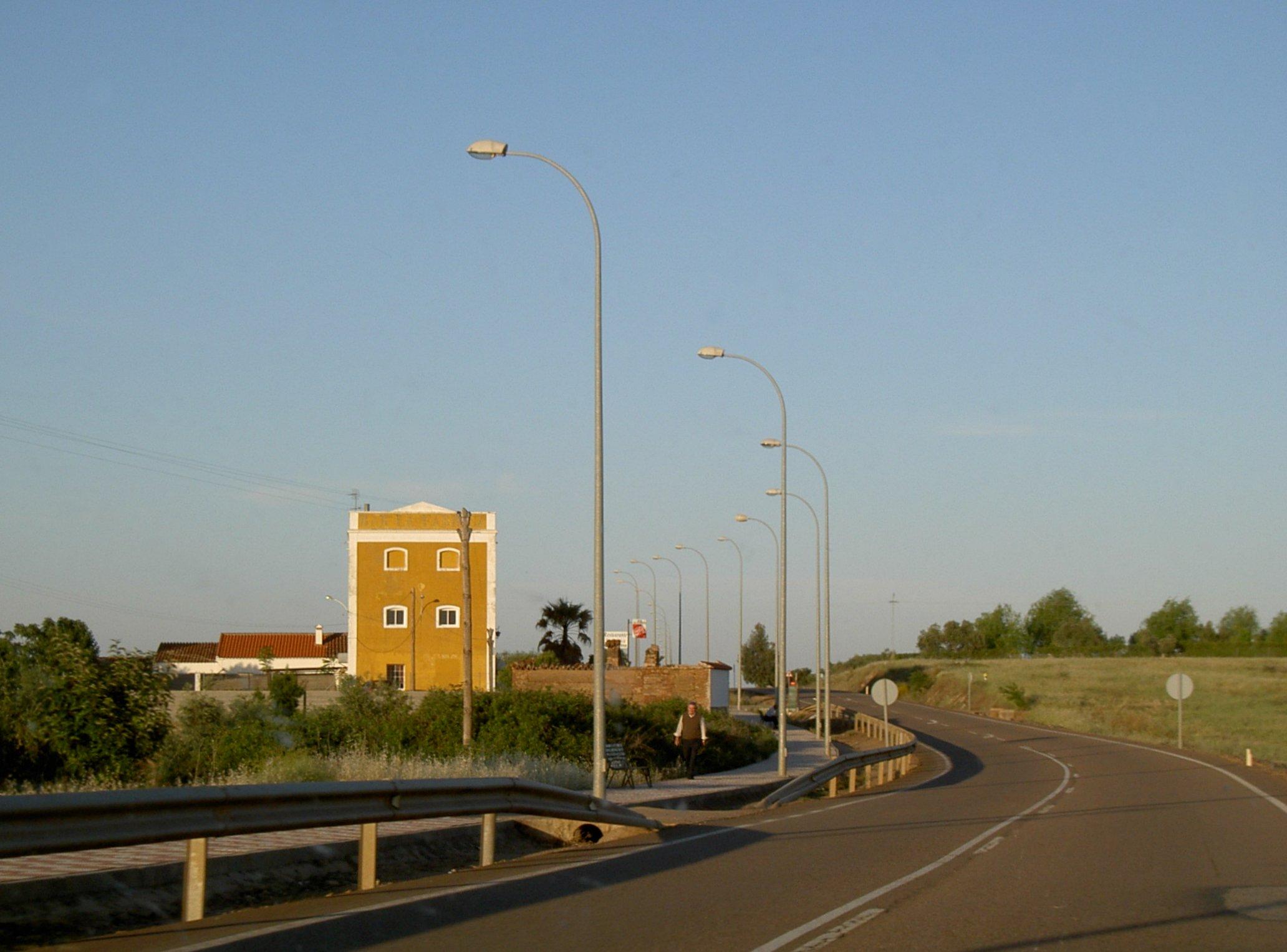 Carretera de Almendral al pueblo